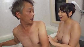 Curvaceous Asian Minazumi Hikari applies herself in a little while agreeable an older man