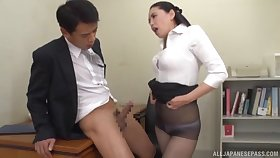 Fabulous Asian coworker gets here on her knees all round give a blowjob