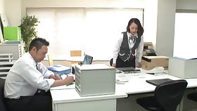 Japanese coworker Misaki Kanna drops on her knees to give a BJ